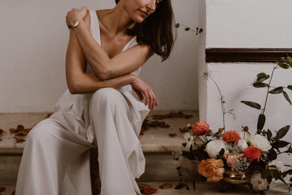 Plan rapproché sur le pantalon Emporté par une femme assise
