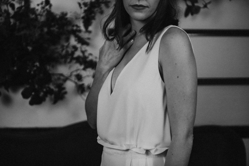 Photo en noir et blanc du haut de la robe Irene