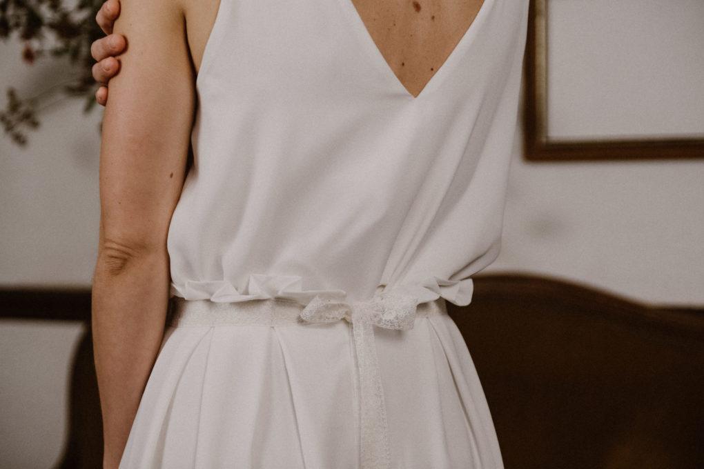 Photo du dos de la robe Irene, détail à la taille