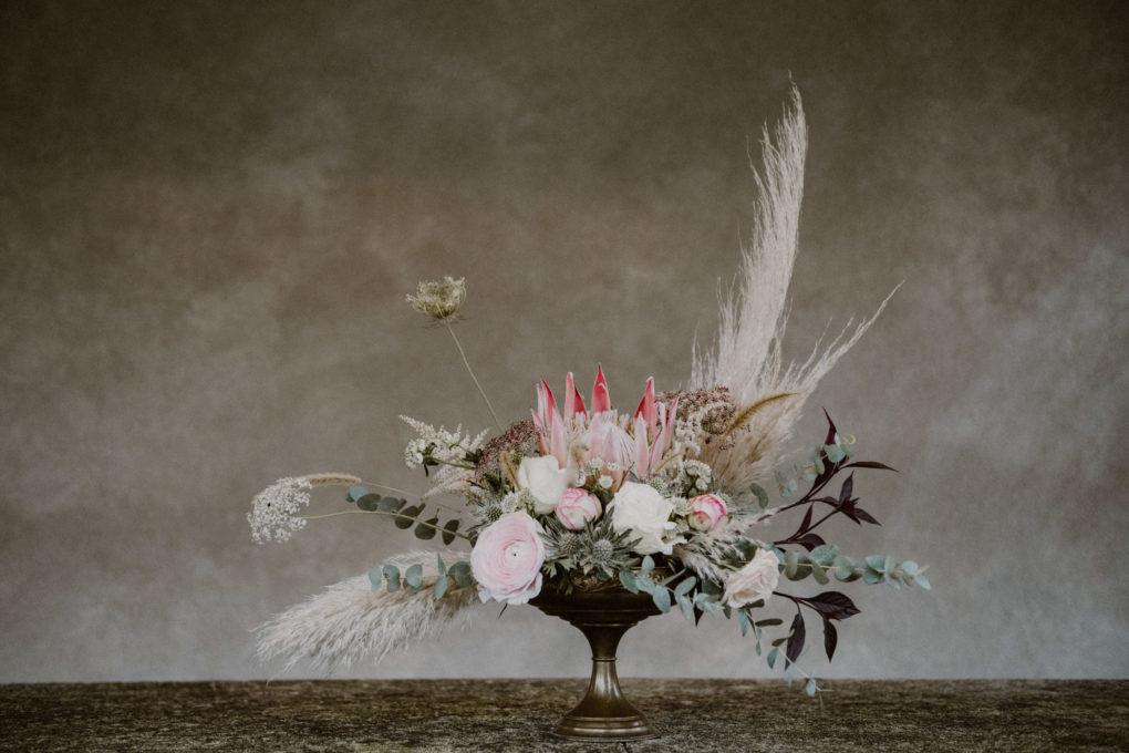 Photo du bouquet de fleurs séchés posé sur une table
