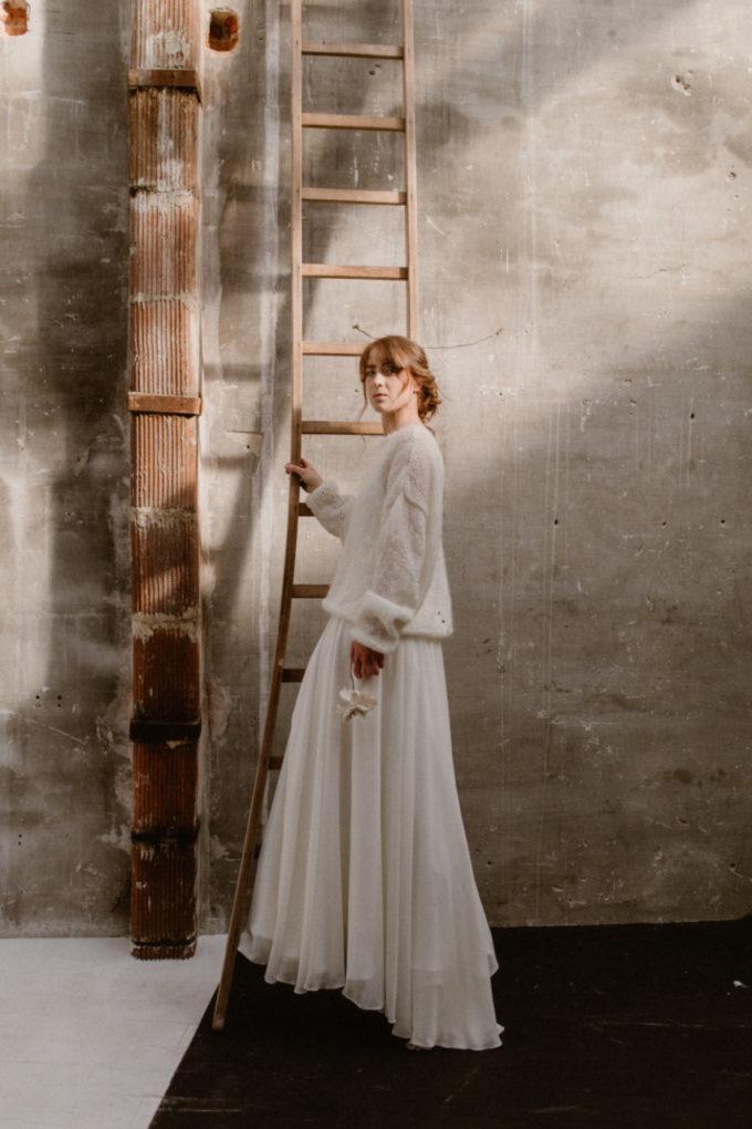 Plan large de la robe Alice de plein pied et de profil