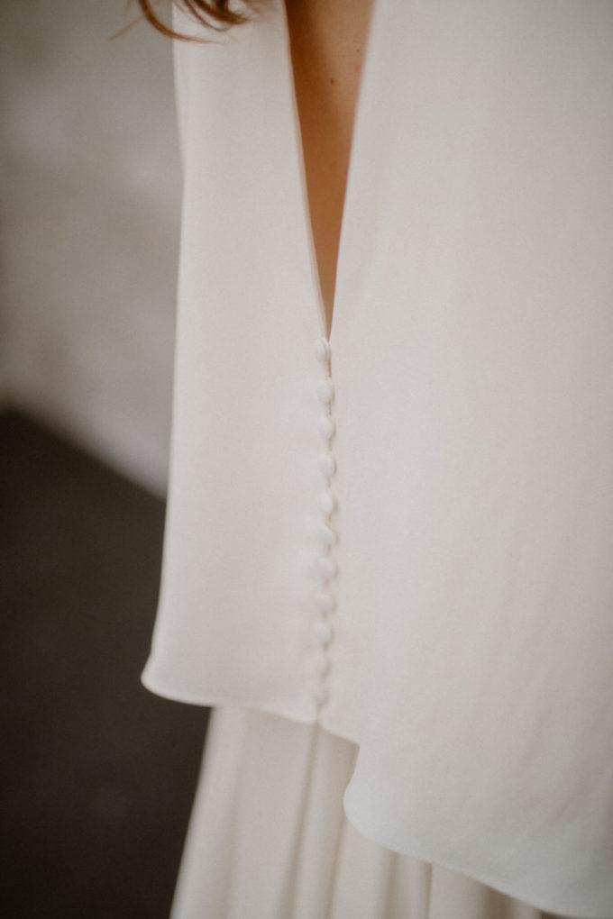 Gros plan sur le dos de la robe Colette