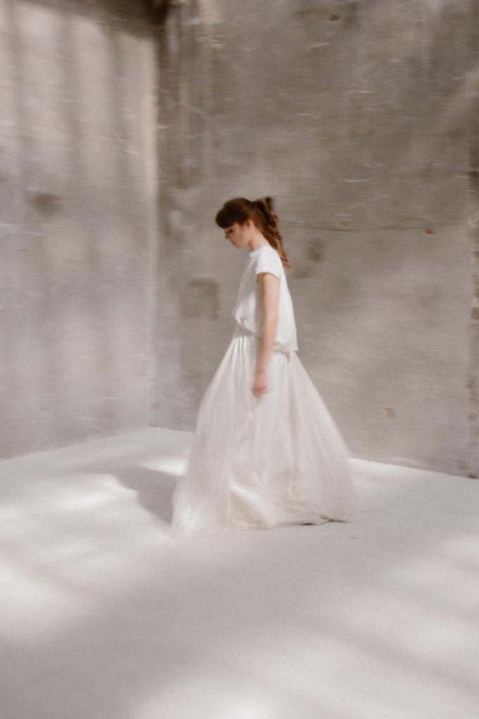 Photo de la robe Colette de profil, flou artistique