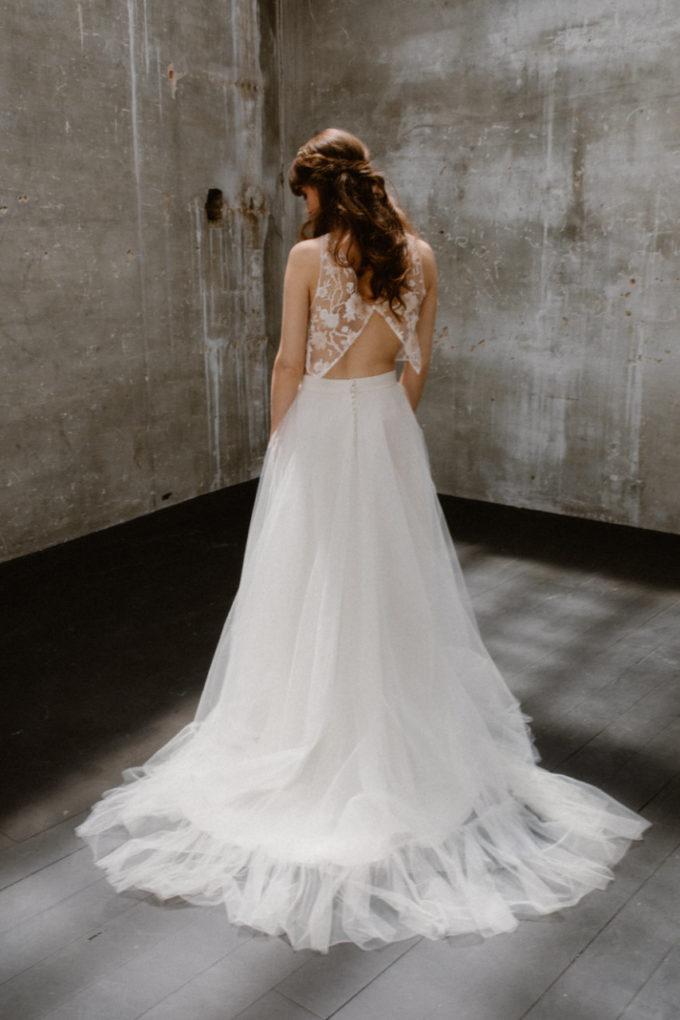 Photo de plein pied de la robe Héléna de dos