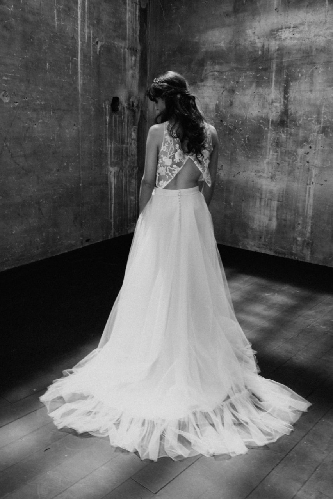 Photo de plein pied et en noir et blanc de la robe Héléna