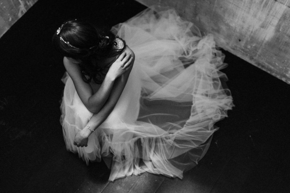 Photo en noir et blanc et en plongée de la robe Héléna