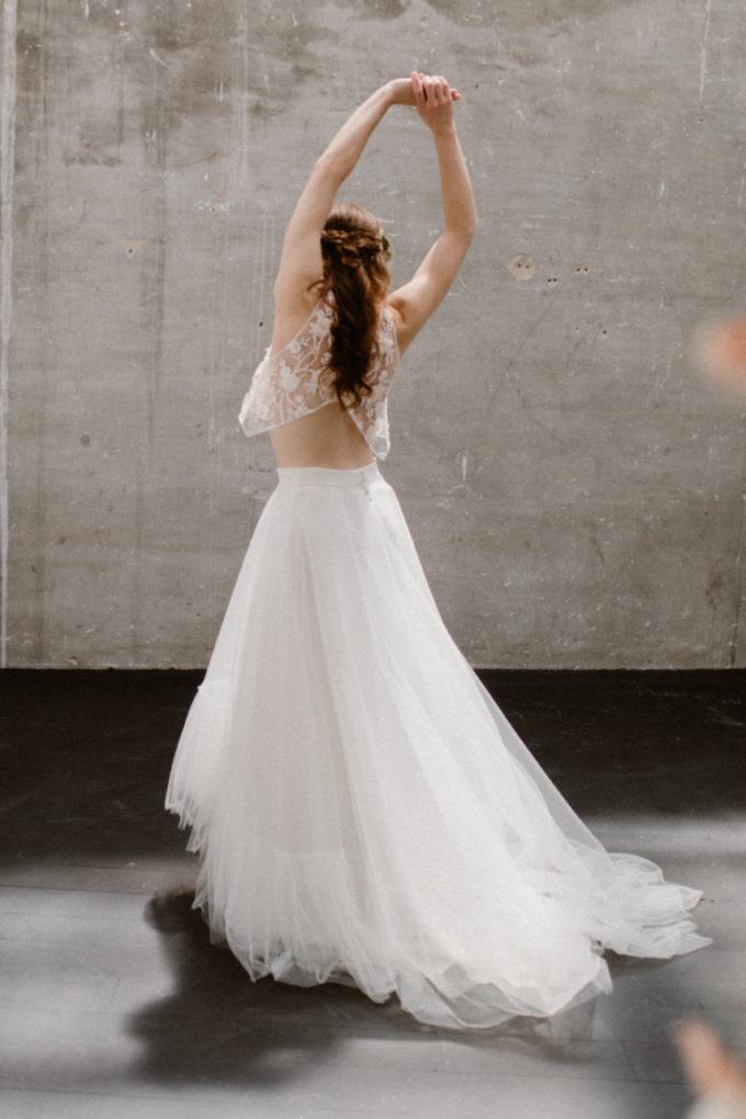 Photo de la robe Héléna de dos, plein pied