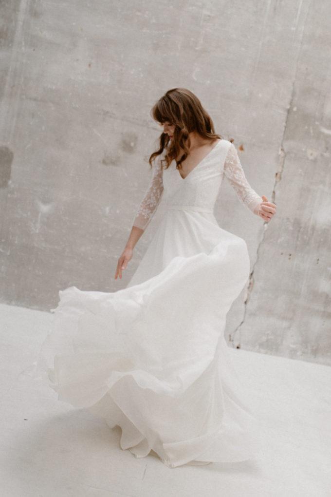 Plan plein pied de la robe Katy en mouvement