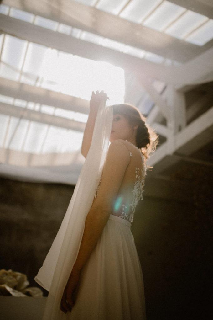 Photo de la robe Laureline en contre-plongée et de 3/4
