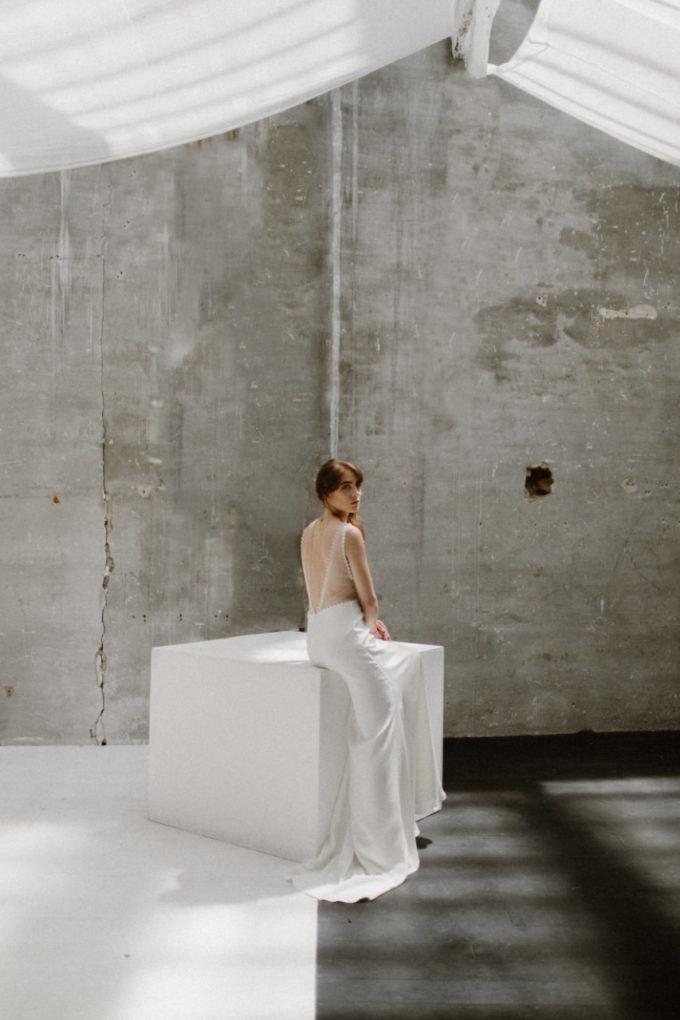 Plan d'ensemble de la robe de mariée Marion