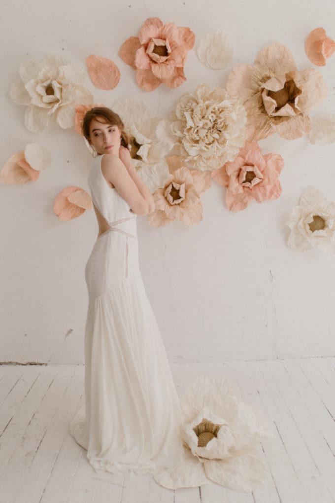 Photo de plein pied de la robe Morgane de profil