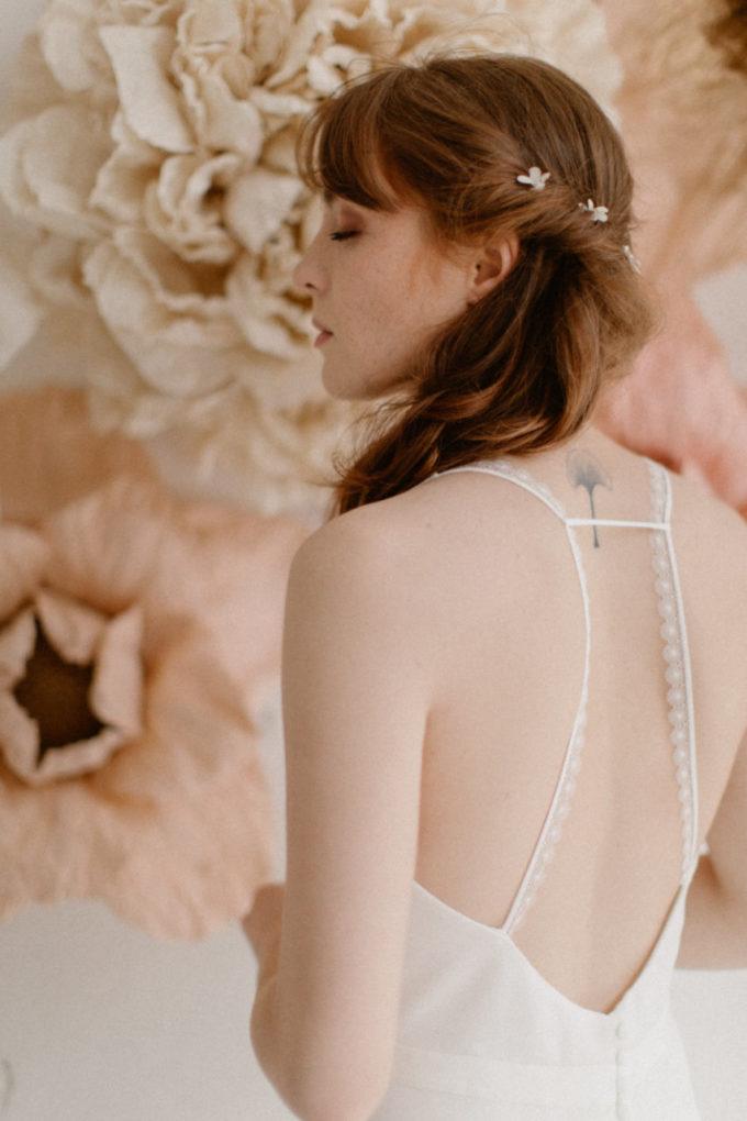 Plan rapproché du dos de la robe Roxanne