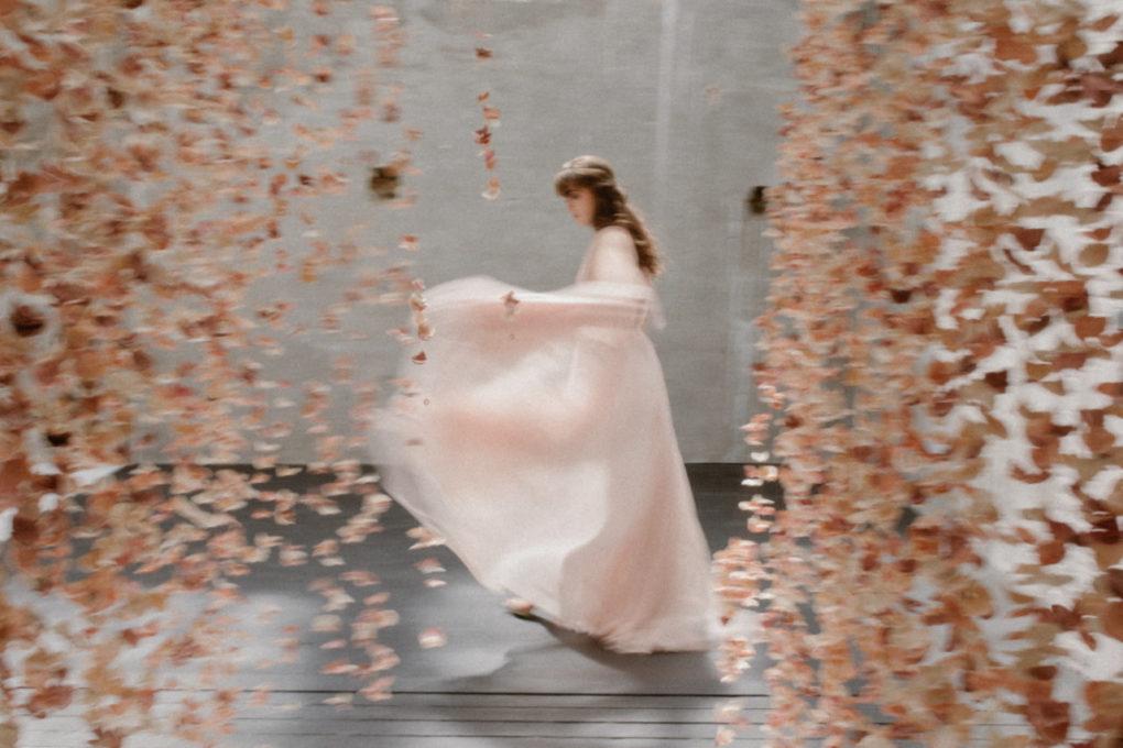 Photo de la robe Timeri en mouvement
