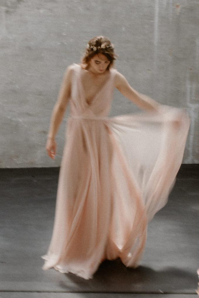 Photo de plein pied de la robe Timeri de face