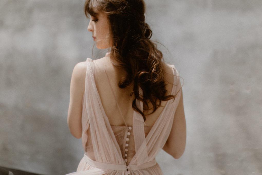 Photo de la robe Timeri, détails dans le dos