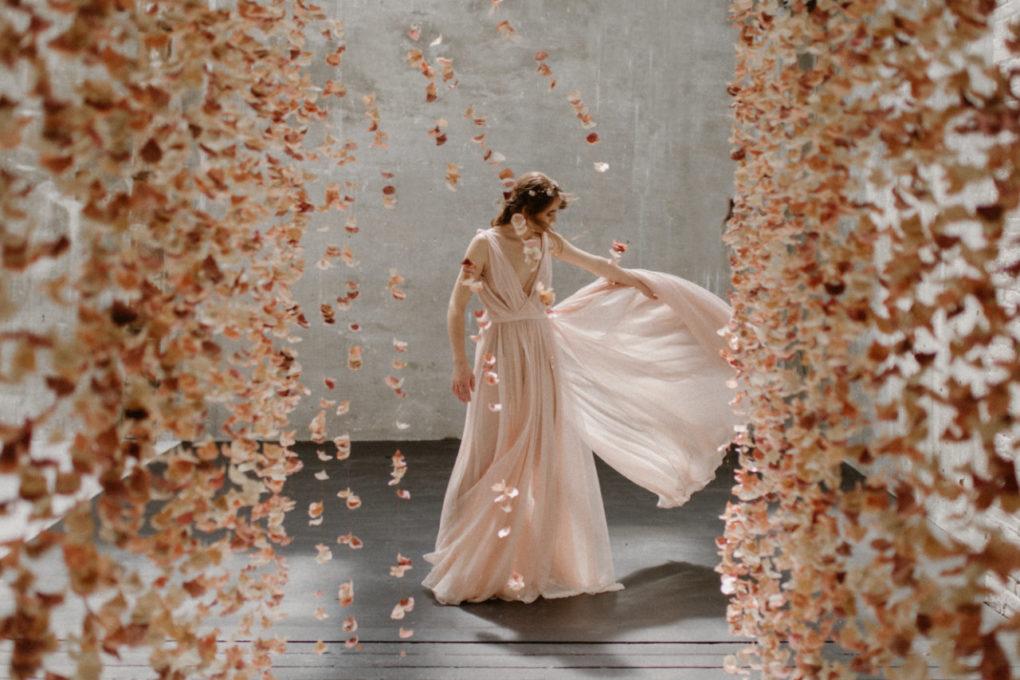 Photo de la robe Timeri en mouvement et de face