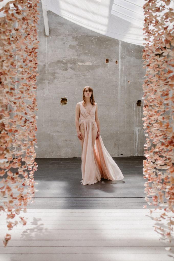 Plan d'ensemble de la robe Timeri de face