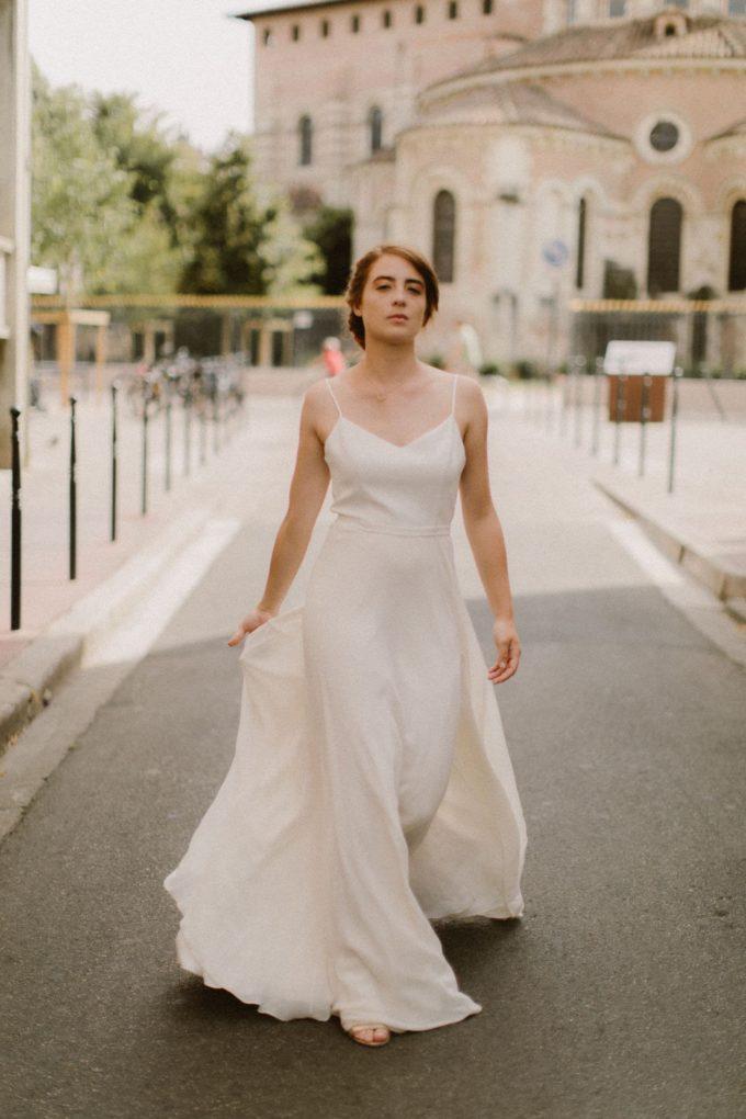 Photo de la robe Eve de plein pied et de face