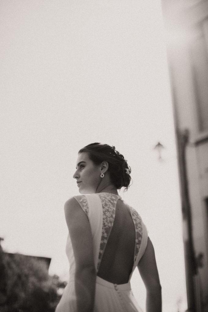 Photo en noir et blanc du dos de la robe de mariée Hannah collection 2021