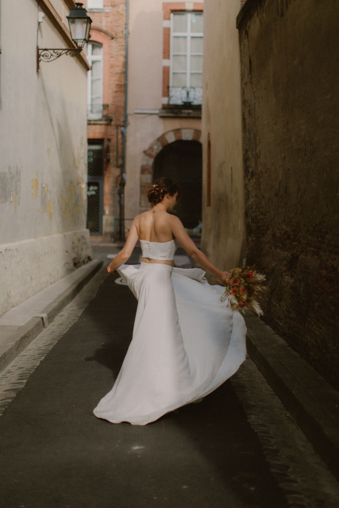 Plan large de la robe Ida de dos et en mouvement