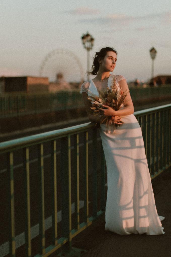 Photo de plein pied de la robe June au coucher de soleil