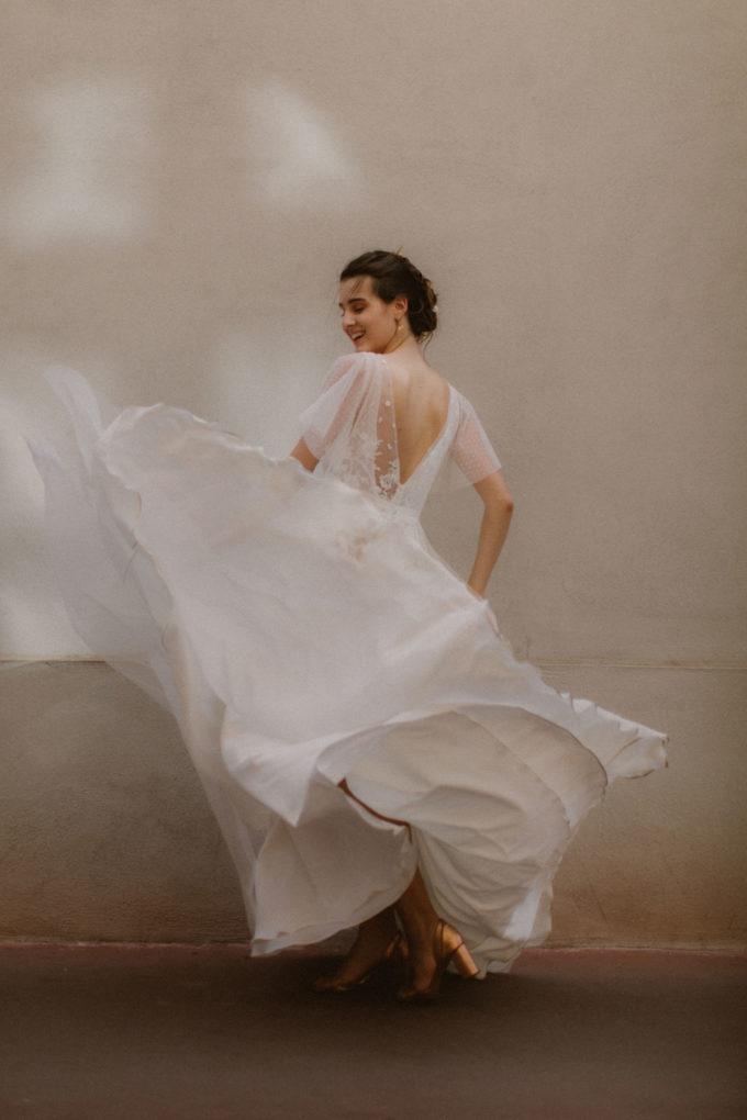 Photo de la robe Lisa de dos et en mouvement