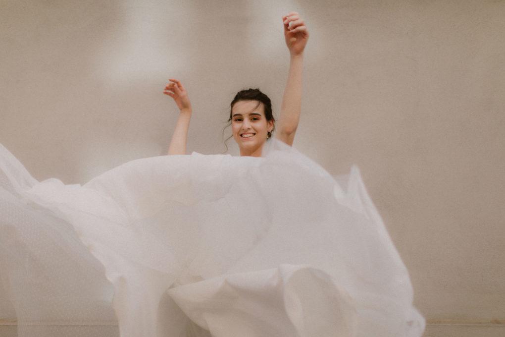 Photo de la robe Maylis en mouvement